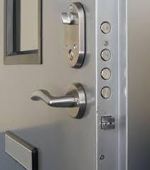 ajtónyitás